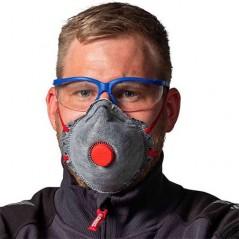 Lunettes de protection COLAD associées à un masque pour une protection optimale en atelier de carrosserie.