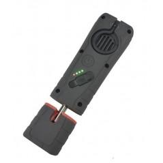 Lampe d'inspection des couleurs auto avec partie magnétique. Placez-la sur des parties métalliques de la voiture.