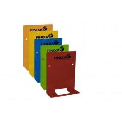 Différentes couleurs pour ranger les pulvérisateurs dans l'atelier automobile.