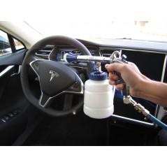 Pulvérisez le produit à l'intérieur de la voiture. Essuyez avec une microfibre.